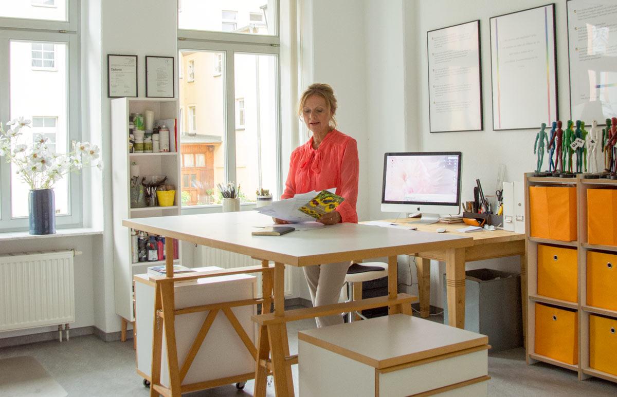 Elka Baudis in ihrem Büro